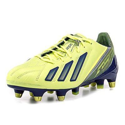 Fußball-Schuhe von Adidas in verschiedenen Größen und Farben